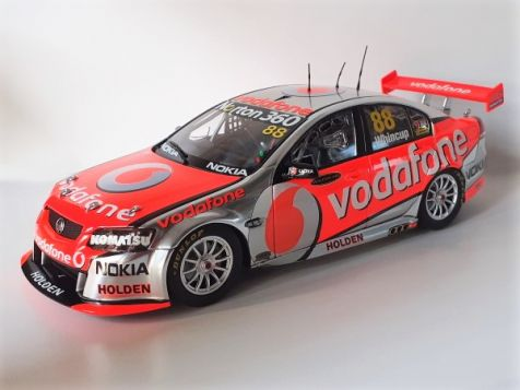 1:18 Classic Carlectables 2011 VE Series II Commodore Jamie Whincup #88 - Team Vodafone