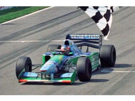 1997 F1 World Champion Williams Renault FW19 #3 Jacques Villeneuve (Dirty Version)