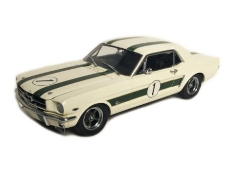 1:18 Classic Carlectables 1965 Ford Mustang #1 Geoghegan Castrol Livery