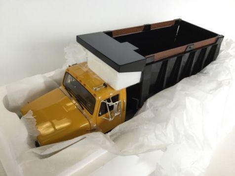 1:25 International S-Series Dump Truck yellow cab black dumper