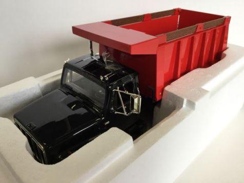 1:25 First Gear International Truck 'S' Series Dump Truck Black Cab Red Dumper diecast model