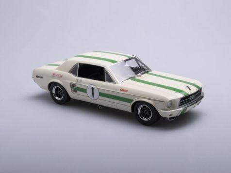 1:18 Apex Replicas 1968 Ford Mustang #1 Ian 'Pete' Geoghegan