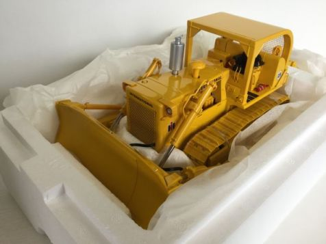 1:25 First Gear International Harvester TD-25 Crawler - with Sweep ROPS and Winch