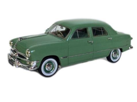 1:43 TRAX 1950 Ford Custom Sedan 'Single Spinner' Green TSS08B